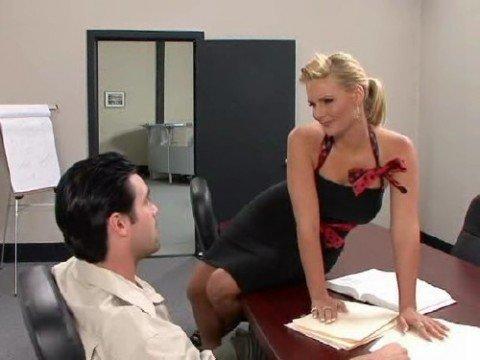 Сексуальная секретарша совращает своего шефа. Вас так же за