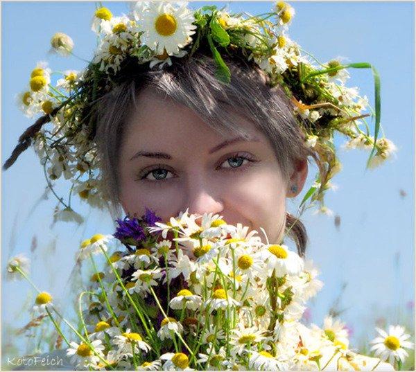 Картинки по Ðапросу девушка в венке иРполевых цветов