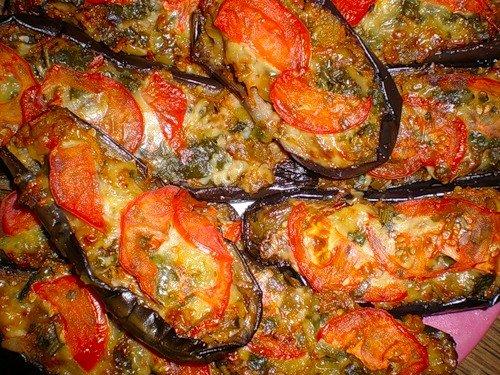 Баклажаны жареные с соусом из помидоров