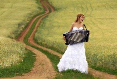 """Оригинал - Схема вышивки  """"Девушка с аккордеоном """" - Схемы автора  """"Karishka """" - Вышивка крестом."""