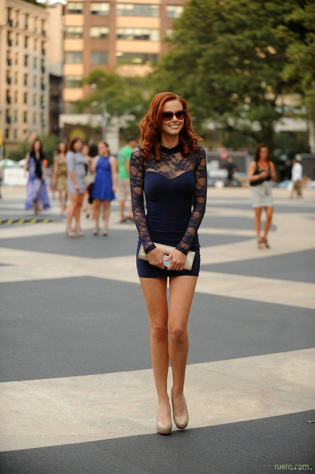 фото девушки в коротких шортиками
