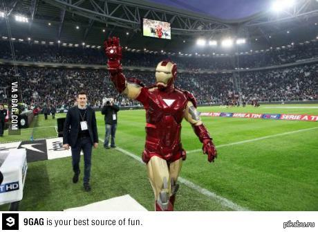 Тони старк любит футбол