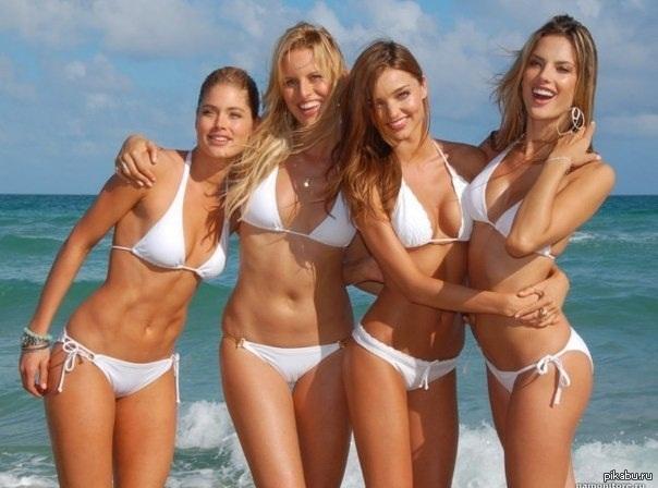 фото летом в купальниках девушки