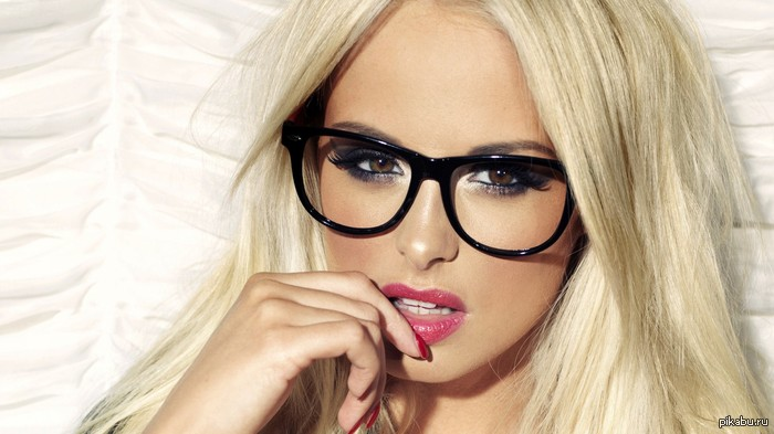 картинки с девушками в очках: