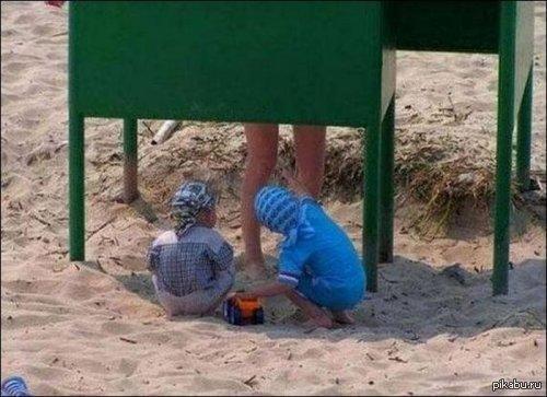 Голые девочки в пляжной кабинке фото 60-999