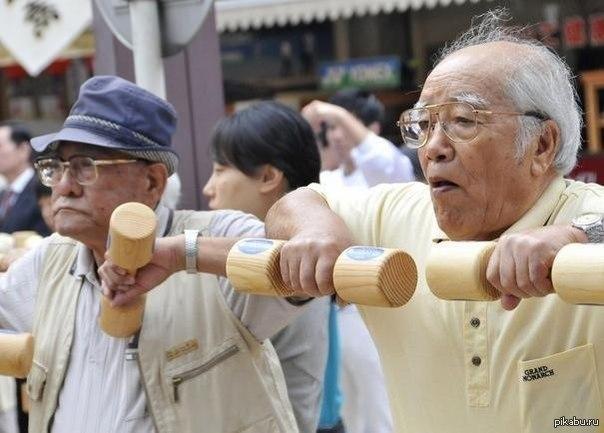 В Японии в настоящее время живёт больше 50 тысяч человек старше 100 лет.