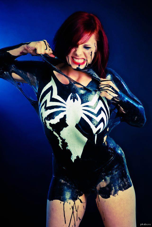 Секси девушка паук в чёрном