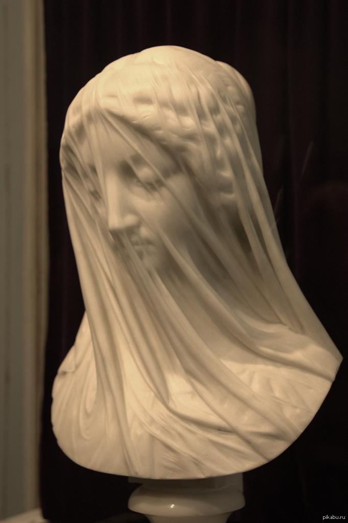Красивый эффект мраморной вуали. Это Дева Мария из мрамора в исполнении Джованни Страцца, середина XIX века.   скульптура, Дева Мария