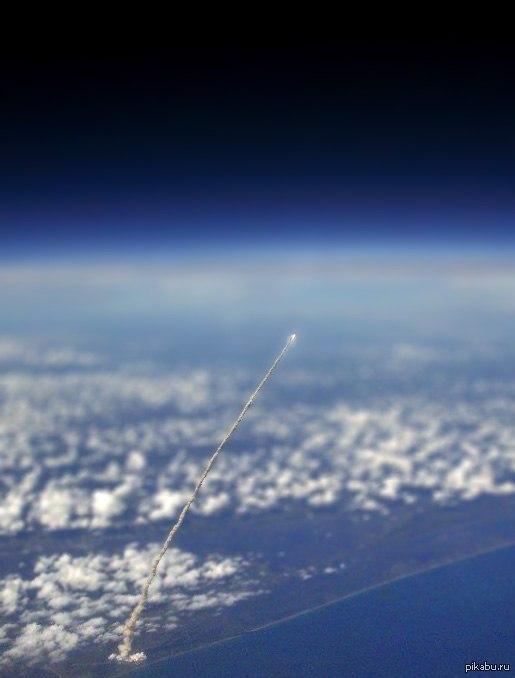 Запуск ракеты. Вид из космоса.