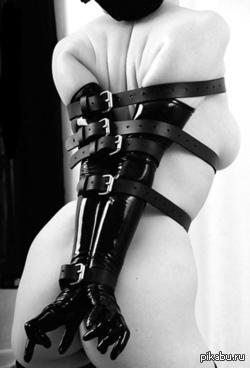 черное белое фото бондаж
