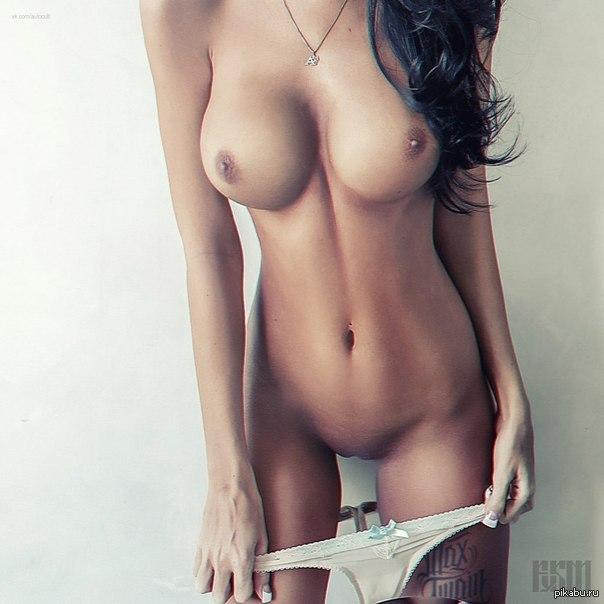 Приятно щупать сисечки молодой жене 1 фотография