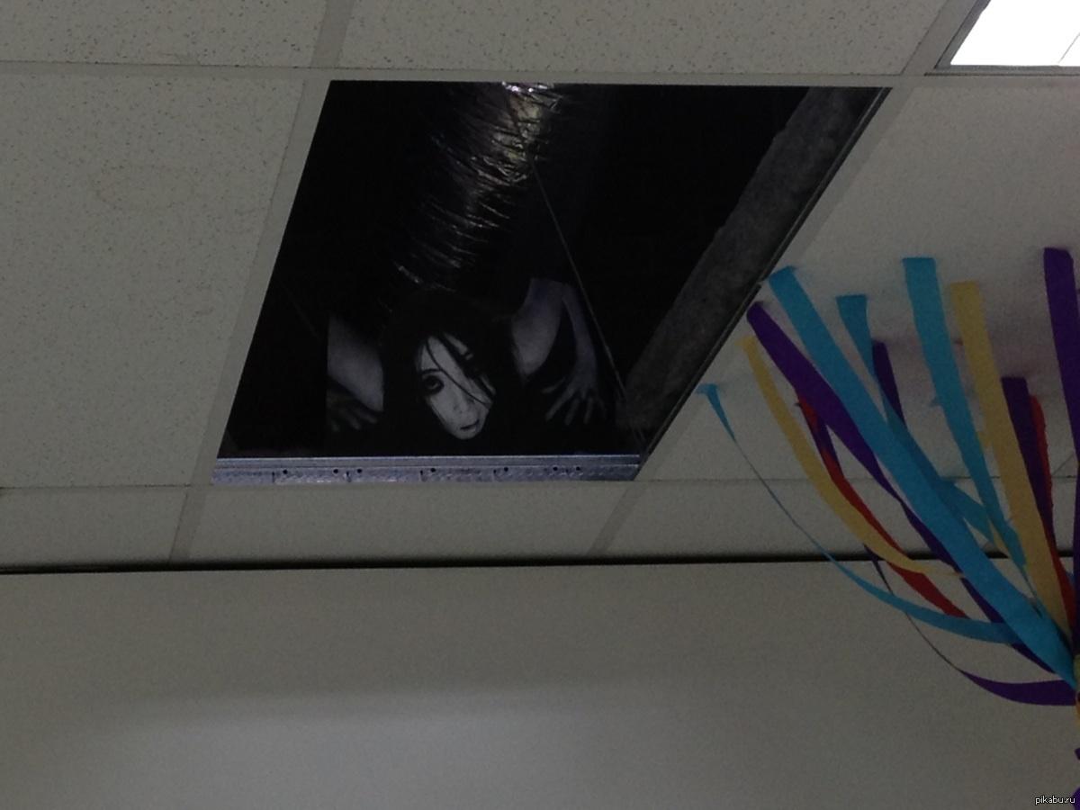 Тёмновосую девочку выебли в подъезде 1 фотография