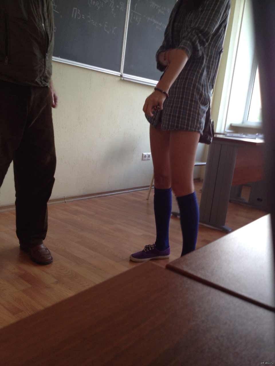 Фото девушка сикает в штаны 4 фотография