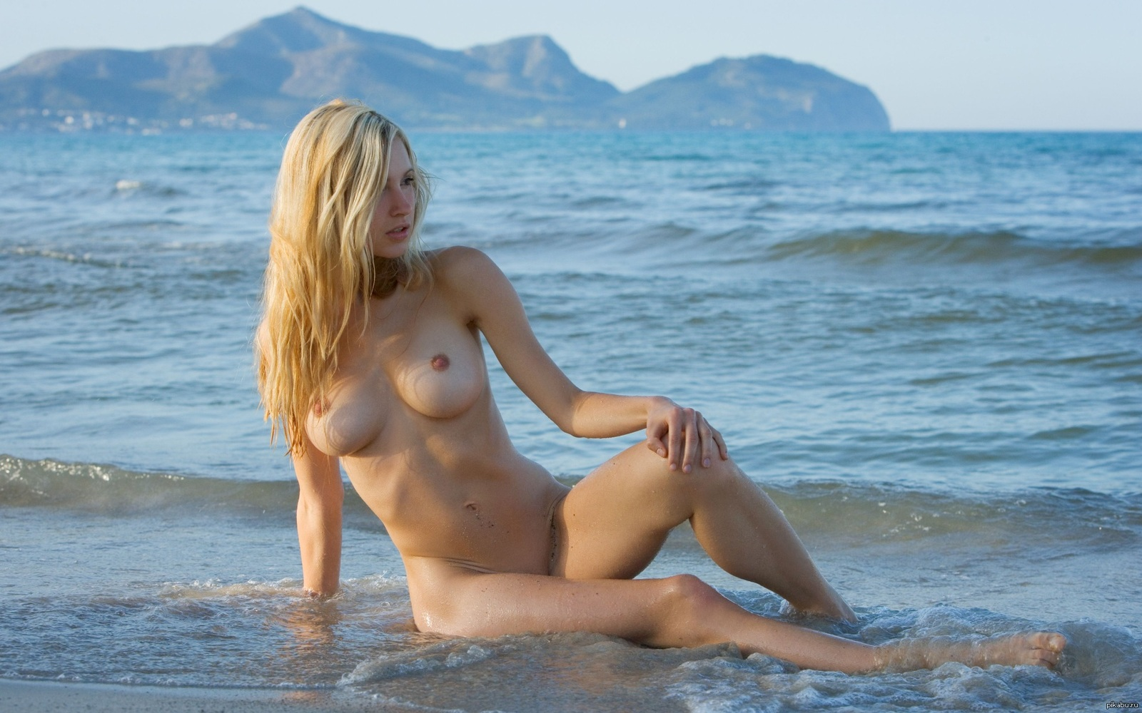Телки голые море
