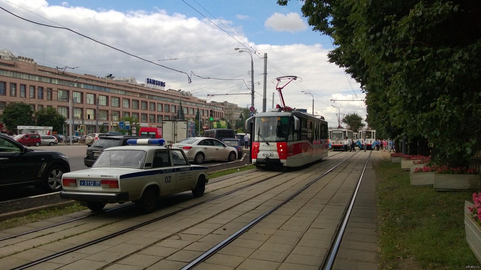 Трахнутая в трамвае 8 фотография