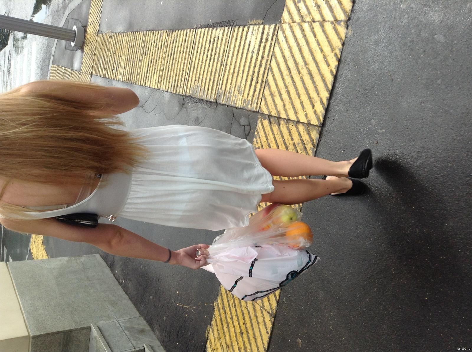Фото просвечивающиеся платья на улице 24 фотография