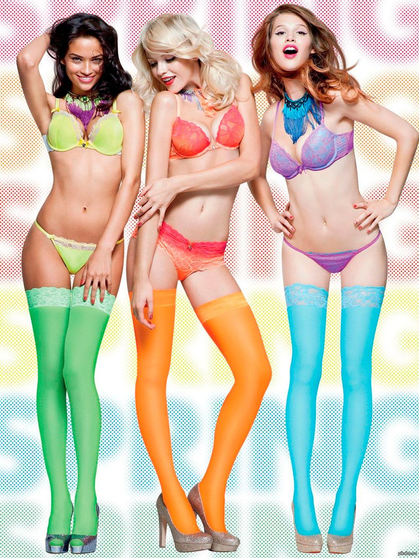 Фотосессия девушек в цветных чулках 2 фотография