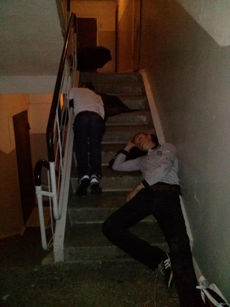 Пьяные в подъезде 9 фотография