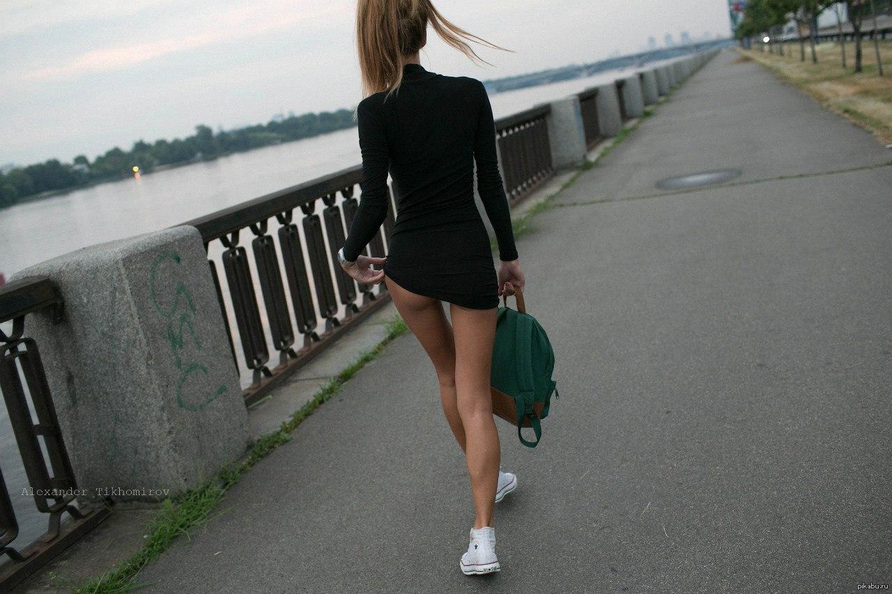 negrityanka-zastavlyaet-lizat-nogi
