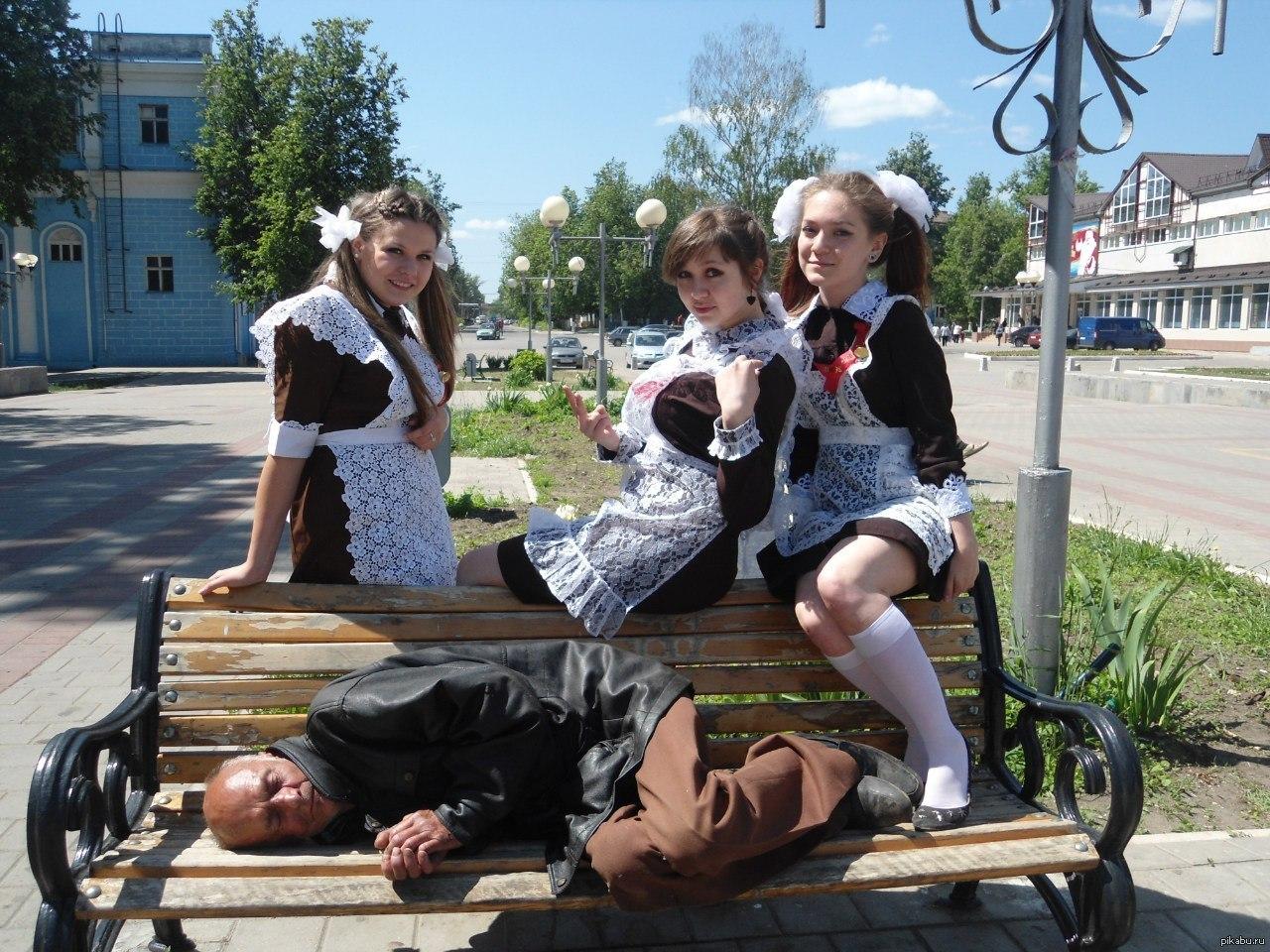 Спящие неодыкватные пьяные сумасшедшие женщины 7 фотография