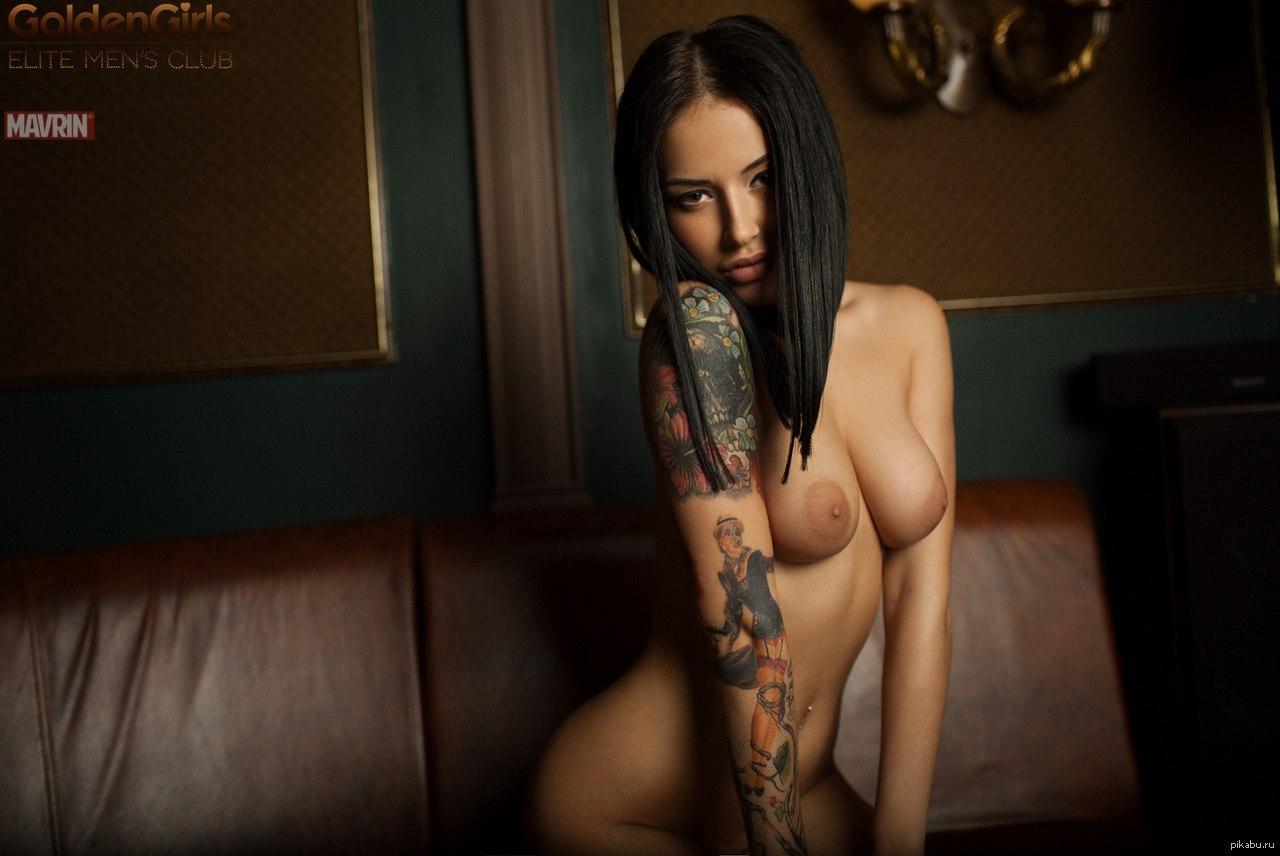 devushka-s-eroticheskoy-tatu
