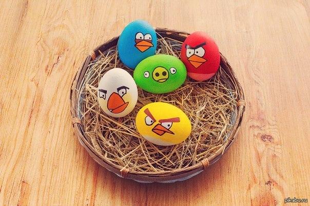 Такая вот забавная раскраска яиц на Пасху =)