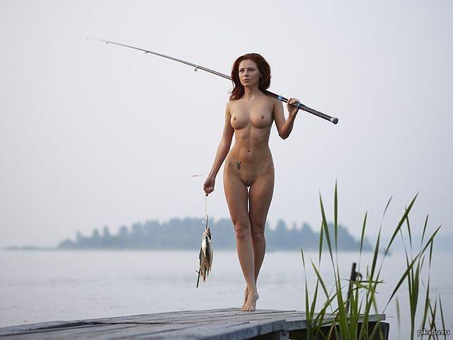 Девушки на рыбалке голые